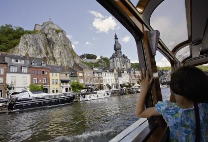 Nocturnal, festive cruises in Dinant